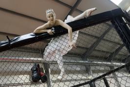 Uciekający-łabądź,-balerina-Olga-Yaroshenko