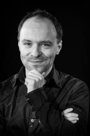 Kompozytor-Tomasz-Opalka-Portret-do-spektaklu-Krolestwo-Wszechwanny-w-rezyserii-Pawla-Paszty