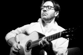 Gitarzysta-Ali-di-Meola-podczas-koncertu-EraJazzu-w-Warszawie-Palladium-20120312