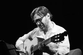 Gitarzysta-Ali-di-Meola-podczas-koncertu-Ery-Jazzu-w-Warszawie-Palladium-20120312