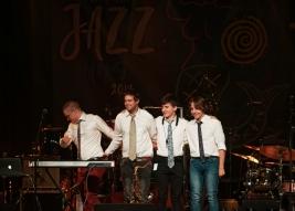 Andrzej-Kowalski-gitara,-Jan-Wierzbicki-bas,-Robert-Wypasek-saksofon,-Adam-Wajdzik-perkusja-podczas-