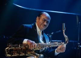 Benny-Golson-sax-podczas-koncertu-na-Warsaw-Summer-Jazz-Days-2019-Stodola-20190707