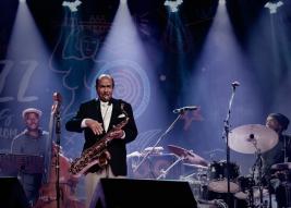 Benny-Golson-saksofon,-Gilles-Naturel-bas-and-Doug-Sides-perkusja-podczas-koncertu-na-Warsaw-Summer-