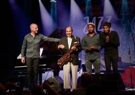 Benny-Golson-saksofon,-Antonio-Farao-fortepian,-Gilles-Naturel-bas,-Doug-Sides-perkusja-podczas-konc