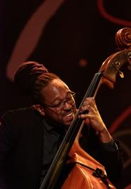 Corcoran-Holt-podczs-koncertu-Kenny-Garret-Quintet-na-Warsaw-Summer-Jazz-Days-2019-Stodola-20190707