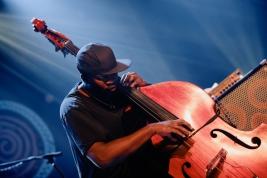 Daniel-Casimir-bas-podczas-koncertu-Garcia-Nubya-na-Warsaw-Summer-Jazz-Days-2019-Stodola-20190707