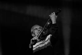 Jean-Luc-Ponty-skrzypce-podczas-koncertu-na-Jazz-Jamborre-2019-Stodola-20191027