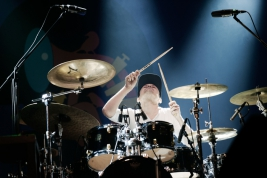 Damien-Schmitt-perkusja-podczas-koncertu-Jean-Luc-Ponty-The-Atlantic-Years-na-Jazz-Jamboree-2019-Sto