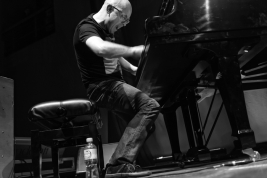 Pianista-Marcin-Wasilewski-podczas-koncertu-na-Warsaw-Summer-Jazz-Days-2011