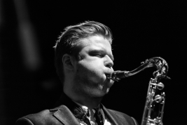 Saksofonista-Marek-Pospieszalski-na-scenie-z-Wojtek-Mozelewski-Quintet-na-Warsaw-Summer-Jazz-Days-20