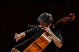 Renaud-Garcia-Fons-podczas-koncertu-w-studio-Polskiego-Radia-S1-w-Warszawie-20151211