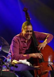 Basista-Stanley-Clarke-koncert-na-Warsaw-Summer-Jazz-Days-2019-Stodoła-20190704