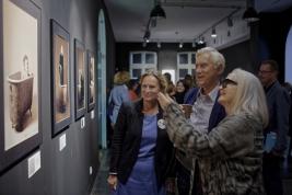 Wernisaz-wystawy-Chrisa-Niedenthala-i-Woodyego-Ochnio-Wanna-see-them---Portrety-w-Wannie-Instytut-Te