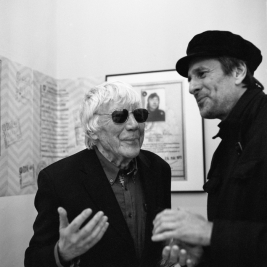 Tadeusz-Rolke-podczas-otwarcia-wystawy-CheckPoint-Rolke-w-Galerii-Obserwacja-14-Maja-2015r