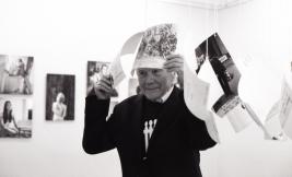 Tadeusz-Rolke-w-Galerii-Obserwacja-podczas-otwarcia-wystawy-Pohib-Warszawa-2014