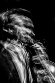 Wojtek-Mozelewski-gra-na-bassie-Warsaw-Summer-Jazz-Days-2011-Muzeum-Powstania-Warszawskiego-Wydruk-n
