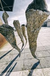 Instalacja-rzezb-Magdy-Fokt-Kokony-Warszawa-Bulwary-Wislane-20190115