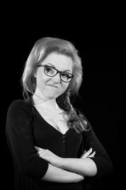 Aktorka-Izabella-Rzeszowska-Portret-do-spektaklu-Krolestwo-wszechwanny-w-rezyserii-Pawla-Paszty