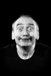 Aktor-Marek-Weglarski-Portret-do-spektaklu-Krolestwo-Wszechwanny-w-rezyserii-Pawla-Paszty