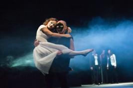 Malgorzata-Majewska-i-Ryszard-Kluge-w-scenie-ze-spektaklu-Krolestwo-Wszechwanny-Hanocha-Levina-w-rez