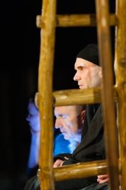Jerzy-Walcza,-Ryszard-Kluge-i-Ewa-Tucholska-w-spektaklu-Hanocha-Levina-Krolestwo-Wszechwanny-w-rezys