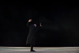 Jerzy-Walczak-w-spektaklu-Krolestwo-Wszechwanny-Hanocha-Levina-w-rezyserii-Pawla-Paszty-Teatr-Zydows