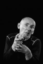 Aktor-Ryszard-Kluge-Portret-do-spektaklu-Krolestwo-Wszechwanny-w-rezyserii-Pawla-Paszty