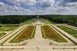 Ogrod-przy-zamku-Veux-le-Vicomte-Francja