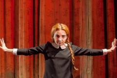Izabella-Rzeszowska-w-roli-Śmierci-w-sztuce-Krolestwo-Wszechwanny-na-podstawie-Hanocha-Levina-w-re