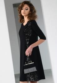 Agata-w-czarnej-sukience-wieczorowej-z-kolekcji-Ciriana