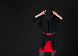 moda;-nastolatka,-ubior;-czerwony;-czarny;-kapelusz