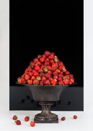 truskawki;-owoce;-waza;-lustro