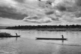 Splyw-rzeka-w-dzungli-w-Nepalu