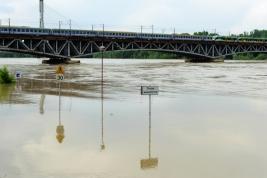 wylew;-Wisla;-most;-pociagi;-rzeka;-woda;-powodz,-znaki