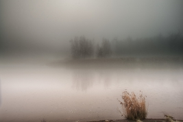 Zalew Zegrze we mgle