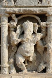 Plaskorzezba-hinduskiego-Boga-Ganesha-w-piaskowcu-Jaipur-Indie