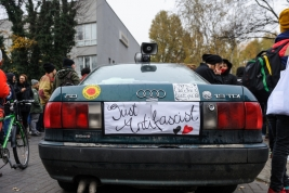 just-antifascist;-samochod;-manifestacja-antyfaszystowska;-Warszawa