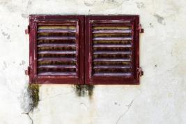okiennice;-zacieki;-mur;-okno