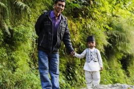 chlopiec;-syn;-ojciec;-stroj;-ludowy;-Nepal;-Nepalczycy
