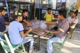 chlopaki;-mlodziez;-Nepalczycy;-gra;-hazard;-Nepal