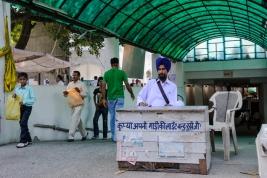 Wjazd-na-parking-w-Delhi