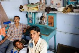 fryzjer;-hindusi;-Pushkar;-mężczyźni;-Indie