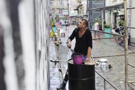 deszcz;-malarz;-mural;-artysta;-Wroclaw