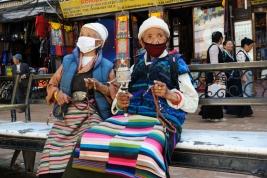 pielgrzymi;-kobiety;-stare;-mani;-mala;-Nepal;-Nepalki;-maski