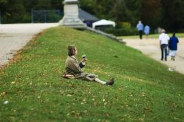 wino;-St-Germain-en-Laye;-trawnik;-samotnosc