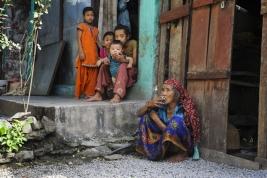 kobieta;-papieros;-dzieci;-Nepalczycy;-Nepal