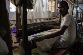 Zaklad-tkacki-dywanow-w-Indiach