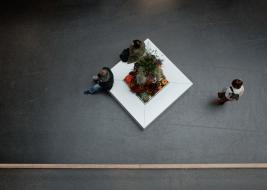 Ludzie-w-galerii-handlowej-w-Dreznie-Niemcy