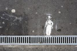 Grafity-Charlie-Chaplin-na-ulicy-w-Paryzu