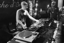 DJ-at-La-Fleche-dOr-club-in-Paris